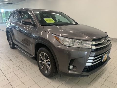 Pre-Owned 2018 Toyota Highlander XLE Front Wheel Drive SUV